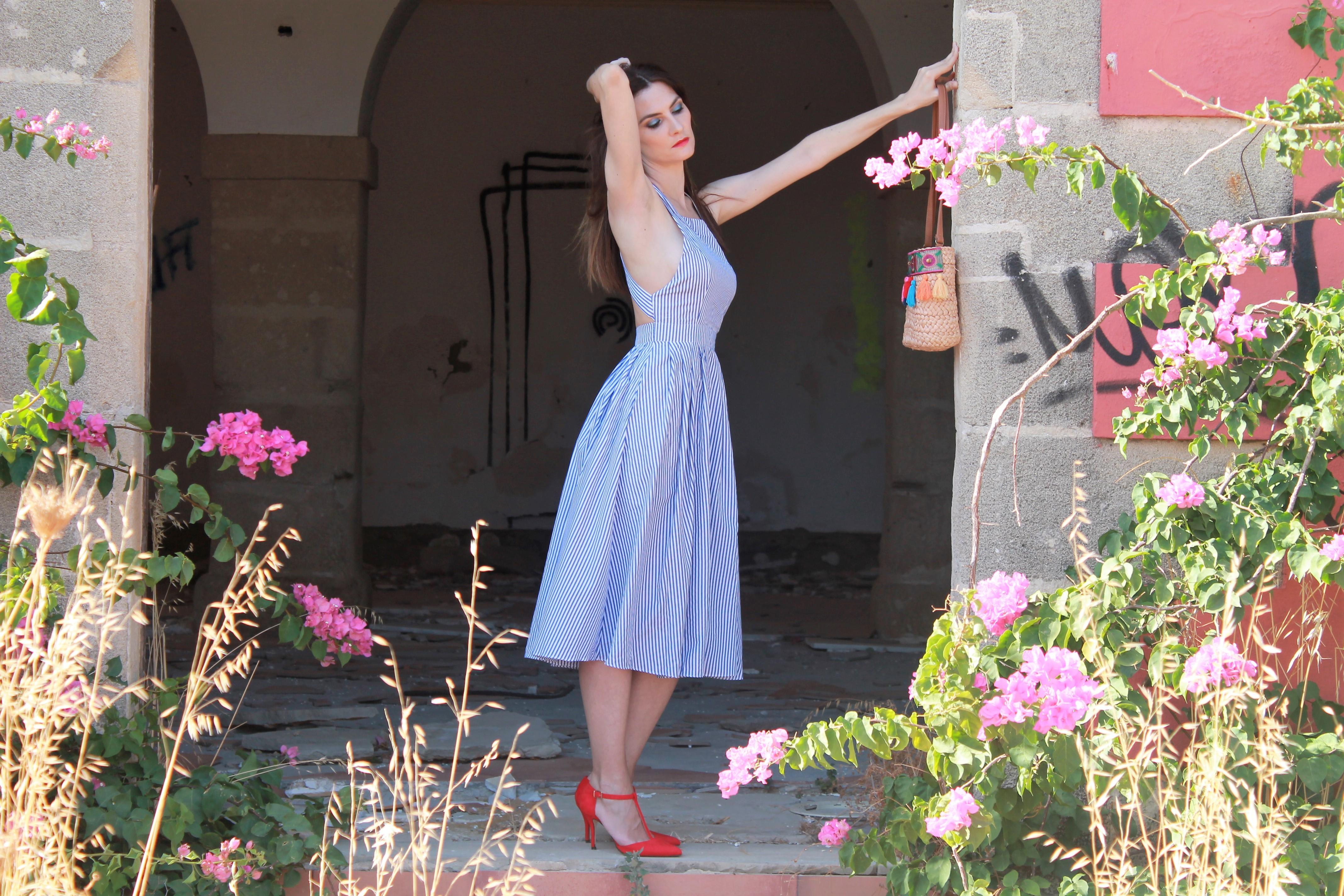 Outfit vestido azul rayas