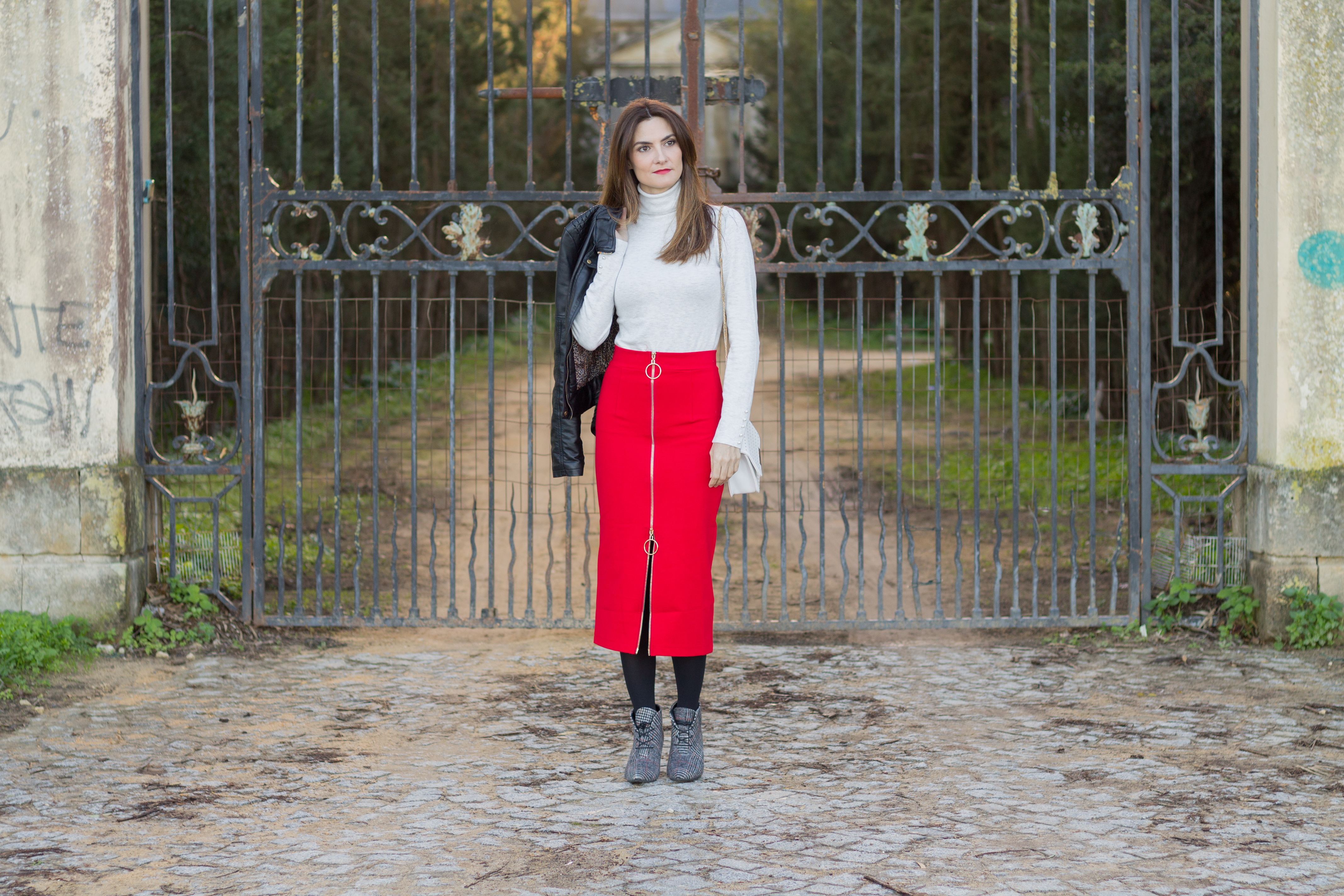 7aff6382f7 Red Skirt and Plaid Booties Outfit (PopJulia Review) - El Rincón de ...